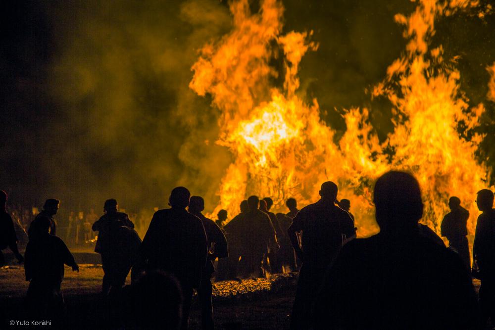 たいまつの消火 - 石川県能登島向田(こうだ)の火祭