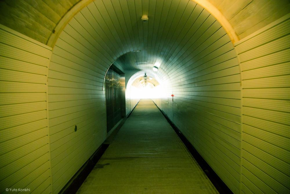 五箇山の集落へはトンネルをくぐります