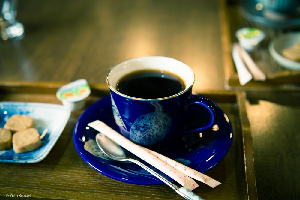 五箇山の中にあるカフェ 茶房掌 コーヒーカップが選べます 九谷など多数ありました