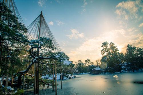 冬の金沢を訪れる2つの理由それは「極上グルメ」と「極上の雪景色」カニ・ブリ・エビ・牡蠣こんな贅沢な季節は冬しか無い!金沢市民が冬の金沢を教えます