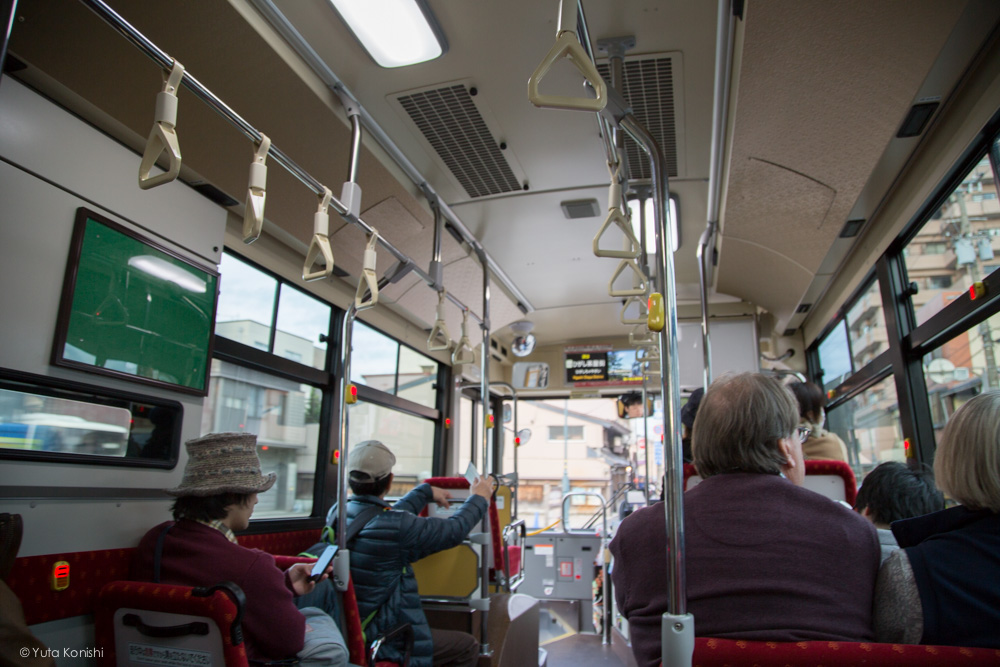 東茶歯へ向かうバスの中 金沢・能登を2泊3日で知り尽くす食べ尽くす石川県の完全観光マニュアル!本当の石川県民がおすすめする金沢・能登の旅!