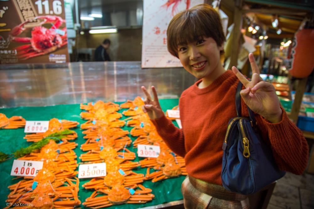 近江町市場海鮮物とゆりりん 金沢周遊バスで周る金沢観光マニュアル!金沢観光アイドル「ゆりりん」とバスで金沢を紹介します!