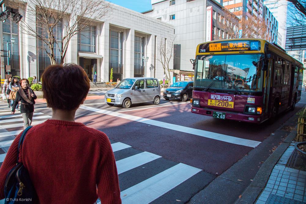 香林坊バス停ゆりりん 金沢周遊バスで周る金沢観光マニュアル!金沢観光アイドル「ゆりりん」とバスで金沢を紹介します!